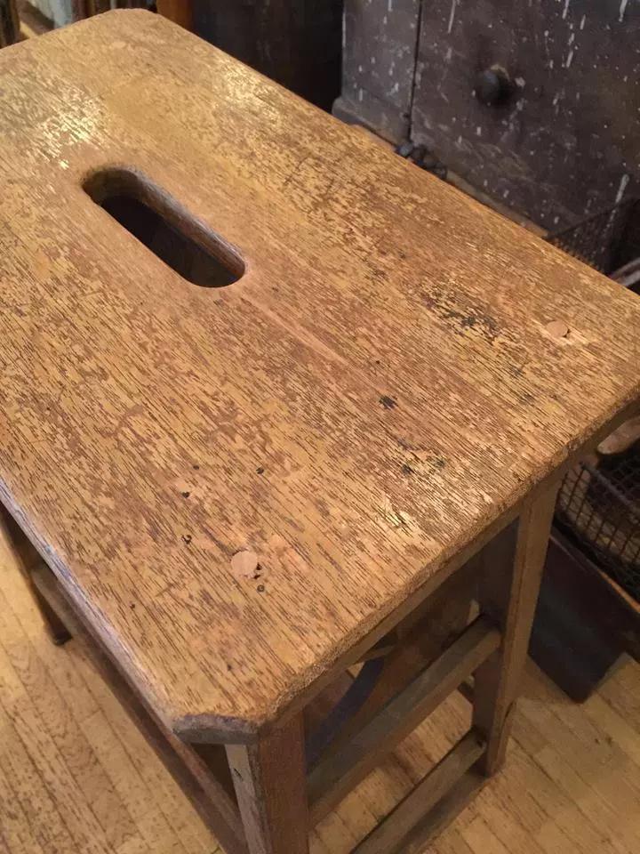 折りたたみ式の木製ステップスツール画像2